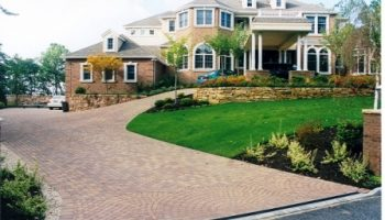 paving-stone-pavers-driveway-complite-installation-in-Village-of-Poquott-long-island-NY-on-a-very-steep-slope-in-a-circular-driveway-desig
